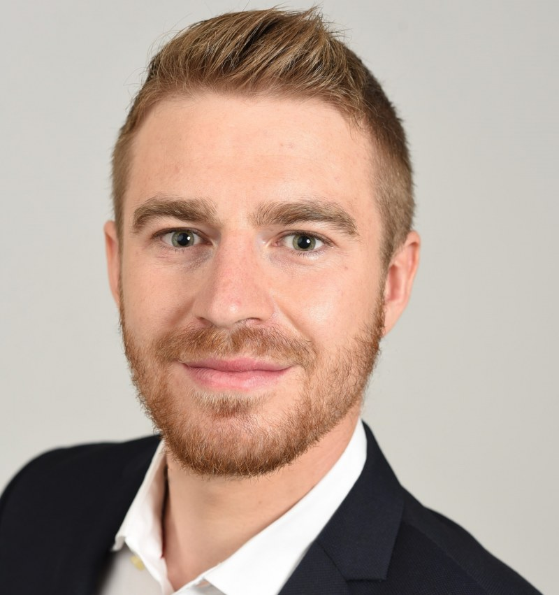 Placement Simon Mayer: University of Chicago Booth School and HEC Paris